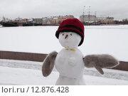 Снеговик на набережной реки Невы в Санкт-Петербурге. Стоковое фото, фотограф Игорь Акимов / Фотобанк Лори