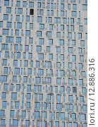 Купить «Фасад жилого комплекса «Дом на Мосфильмовской». Мосфильмовская улица, 8. Москва», эксклюзивное фото № 12886316, снято 28 марта 2010 г. (c) lana1501 / Фотобанк Лори