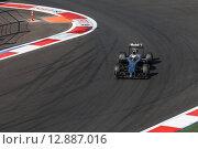 Кевин Магнуссен на трассе Формулы 1 в Сочи (2014 год). Редакционное фото, фотограф Свистунов Павел / Фотобанк Лори