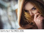Портрет девушки в капюшоне. Стоковое фото, фотограф Artem Kotelnikov / Фотобанк Лори