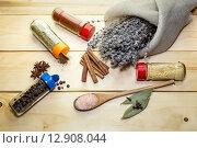 Специи на деревянном столе. Стоковое фото, фотограф Татьяна Ляпи / Фотобанк Лори