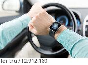Купить «hands with starter icon on smartwatch driving car», фото № 12912180, снято 17 июля 2015 г. (c) Syda Productions / Фотобанк Лори