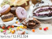 Купить «close up of chocolate and sweets on table», фото № 12912324, снято 21 мая 2015 г. (c) Syda Productions / Фотобанк Лори