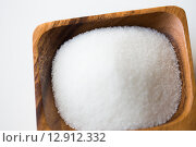 close up of white sugar heap in wooden bowl. Стоковое фото, фотограф Syda Productions / Фотобанк Лори