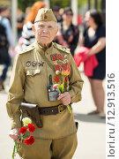 Купить «Ветеран Великой Отечественной войны. 9 мая 2015 года», эксклюзивное фото № 12913516, снято 9 мая 2015 г. (c) Михаил Ворожцов / Фотобанк Лори