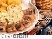 """Купить «Холодные закуски, """"Сельдь с отварным картофелем""""», фото № 12922888, снято 1 июня 2011 г. (c) Виктор Топорков / Фотобанк Лори"""