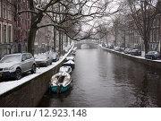 Канал в Амстердаме зимой (2013 год). Редакционное фото, фотограф Кирилл Морозов / Фотобанк Лори