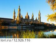 Купить «Cathedral of Our Lady of the Pillar in morning. Zaragoza», фото № 12926116, снято 15 ноября 2014 г. (c) Яков Филимонов / Фотобанк Лори