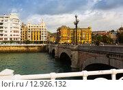 Купить «Day view of Santa Catalina bridge over Urumea river. Sant Sebastian», фото № 12926132, снято 7 ноября 2014 г. (c) Яков Филимонов / Фотобанк Лори