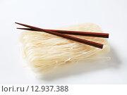 Купить «Bundle of rice noodles», фото № 12937388, снято 22 июля 2019 г. (c) PantherMedia / Фотобанк Лори
