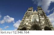 Купить «Готический собор Святого Гатьена (построен между 1170 и 1547), Тур, Франция», видеоролик № 12946164, снято 24 октября 2015 г. (c) Владимир Журавлев / Фотобанк Лори