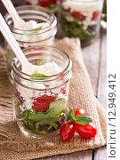 Купить «Салат в стеклянной банке», фото № 12949412, снято 23 октября 2015 г. (c) Елена Веселова / Фотобанк Лори