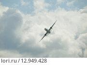 Купить «Международный авиационно-космический салон МАКС-2013 в Жуковском, полет нового пассажирского российского самолета Ту-204 на фоне облака», фото № 12949428, снято 26 августа 2013 г. (c) Малышев Андрей / Фотобанк Лори