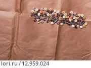 Разноцветные пуговицы на бумаге. Стоковое фото, фотограф Виктор Колдунов / Фотобанк Лори