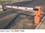 Купить «Шлагбаум, ограничивающий въезд на Манежную улицу в Москве», эксклюзивное фото № 12960164, снято 3 апреля 2010 г. (c) lana1501 / Фотобанк Лори