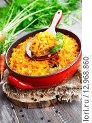 Купить «Рыба, запеченная с овощами в керамическом блюде», фото № 12968860, снято 22 октября 2015 г. (c) Надежда Мишкова / Фотобанк Лори