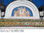 Купить «Настенная икона и декоративное украшение фасада церкви Покрова Пресвятой Богородицы в Братцево. Москва», эксклюзивное фото № 12969156, снято 9 марта 2011 г. (c) lana1501 / Фотобанк Лори