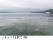 Разлив нефтепродуктов в море. Стоковое фото, фотограф Антон Афанасьев / Фотобанк Лори