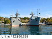 Два военных корабля в Севастополе. Стоковое фото, фотограф Юрий Винокуров / Фотобанк Лори