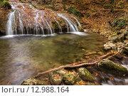 Купить «Красивый водопад с опавшими листьями осенью», фото № 12988164, снято 24 октября 2015 г. (c) Оксана Гильман / Фотобанк Лори