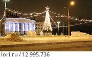 Купить «Новогодняя елка на площади», видеоролик № 12995736, снято 14 января 2015 г. (c) Евгений Ткачёв / Фотобанк Лори