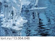 Купить «Прозрачные сосульки на берегу реки», фото № 13004048, снято 17 октября 2015 г. (c) Икан Леонид / Фотобанк Лори
