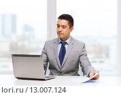 Купить «businessman with laptop and papers», фото № 13007124, снято 29 января 2015 г. (c) Syda Productions / Фотобанк Лори