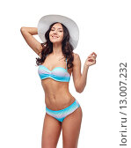 Купить «happy young woman in bikini swimsuit and sun hat», фото № 13007232, снято 14 апреля 2015 г. (c) Syda Productions / Фотобанк Лори