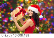Купить «beautiful sexy woman in santa hat with gift box», фото № 13008188, снято 25 сентября 2015 г. (c) Syda Productions / Фотобанк Лори