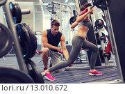 Купить «man and woman with barbell flexing muscles in gym», фото № 13010672, снято 30 ноября 2014 г. (c) Syda Productions / Фотобанк Лори