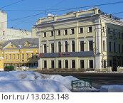 Купить «Трехэтажный особняк построен в 1849—50 гг. неизвестным архитектором на месте деревянного дома. Улица Большая Полянка, 13. Москва», эксклюзивное фото № 13023148, снято 7 февраля 2010 г. (c) lana1501 / Фотобанк Лори