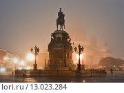 Купить «Санкт-Петербург. Ночной туманный город», эксклюзивное фото № 13023284, снято 6 ноября 2015 г. (c) Александр Алексеев / Фотобанк Лори