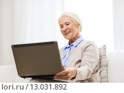 Купить «happy senior woman with laptop at home», фото № 13031892, снято 10 июля 2015 г. (c) Syda Productions / Фотобанк Лори