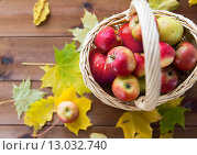Купить «close up of basket with apples on wooden table», фото № 13032740, снято 19 октября 2015 г. (c) Syda Productions / Фотобанк Лори