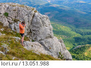 Турист в горах Крыма (2015 год). Редакционное фото, фотограф Эдуард Пиолий / Фотобанк Лори