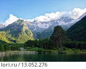 Горное озеро. Дигория, Северная Осетия (2015 год). Редакционное фото, фотограф Валера Сабанов / Фотобанк Лори