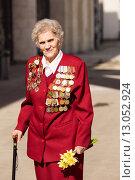 Купить «Ветеран Великой Отечественной войны. 9 мая 2015 года», эксклюзивное фото № 13052924, снято 9 мая 2015 г. (c) Михаил Ворожцов / Фотобанк Лори