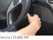Купить «Driver hand starting the car with the key», фото № 13060100, снято 24 августа 2019 г. (c) PantherMedia / Фотобанк Лори