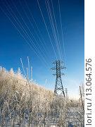 Купить «Провода ЛЭП в инее на фоне голубого неба», фото № 13064576, снято 11 ноября 2015 г. (c) Алексей Маринченко / Фотобанк Лори
