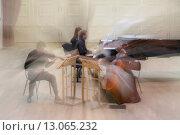 Купить «Фортепианное трио выступает на сцене концертного зала в городе Москве, России», фото № 13065232, снято 14 ноября 2015 г. (c) Николай Винокуров / Фотобанк Лори