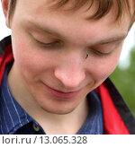 Купить «Комар на лице молодого человека (фокус на комаре)», фото № 13065328, снято 2 июля 2015 г. (c) Валерия Попова / Фотобанк Лори