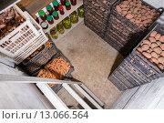 Свежий картофель, морковь, консервированные овощи и банки с вареньем в новом погребе, фото № 13066564, снято 13 сентября 2015 г. (c) Евгений Ткачёв / Фотобанк Лори