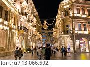Купить «Торговая пешеходная улица Низами с яркой ночной подсветкой в центре Баку. Азербайджан», фото № 13066592, снято 22 сентября 2015 г. (c) Евгений Ткачёв / Фотобанк Лори