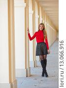 Купить «Портрет молодой девушки в красном джемпере», фото № 13066916, снято 11 октября 2015 г. (c) Литвяк Игорь / Фотобанк Лори