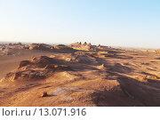 Купить «Природный пейзаж на закате в пустыне Каллютс. Иран. Персия. Ближний Восток. Азия.», фото № 13071916, снято 11 августа 2015 г. (c) Денис Козлов / Фотобанк Лори