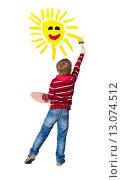 Купить «Young artist paints sun», фото № 13074512, снято 7 января 2015 г. (c) Владимир Мельников / Фотобанк Лори
