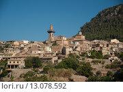 Маленький городок Вальдемоса, Мальорка, Испания. Стоковое фото, фотограф Роман Гадицкий / Фотобанк Лори