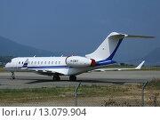 Купить «Самолет Bombardier BD-700-1A10 Global Express (бортовой номер M-GSKY) в аэропорту города Тиват, Черногория», эксклюзивное фото № 13079904, снято 21 июля 2015 г. (c) Алексей Гусев / Фотобанк Лори
