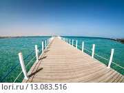 Купить «Пустой деревянный пирс на берегу Красного моря, Египет», фото № 13083516, снято 4 ноября 2015 г. (c) Кекяляйнен Андрей / Фотобанк Лори