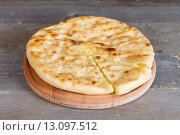 Купить «Осетинский пирог с сыром и картофелем», фото № 13097512, снято 15 ноября 2015 г. (c) Ален Лагута / Фотобанк Лори